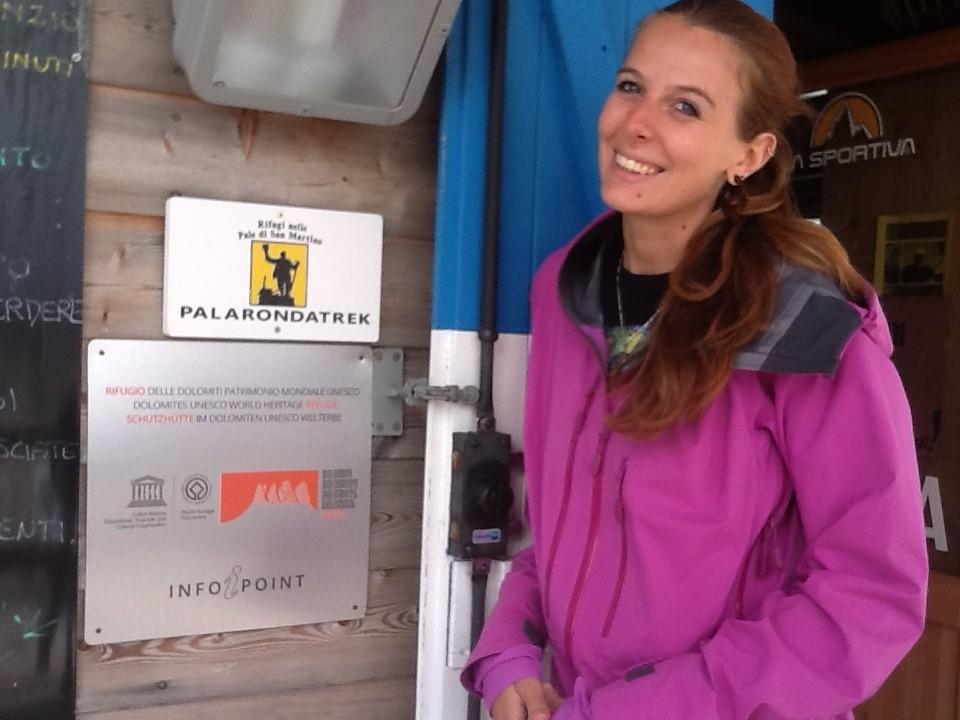 Rifugio Rosetta con Targa progetto Rifugi delle Dolomiti UNESCO
