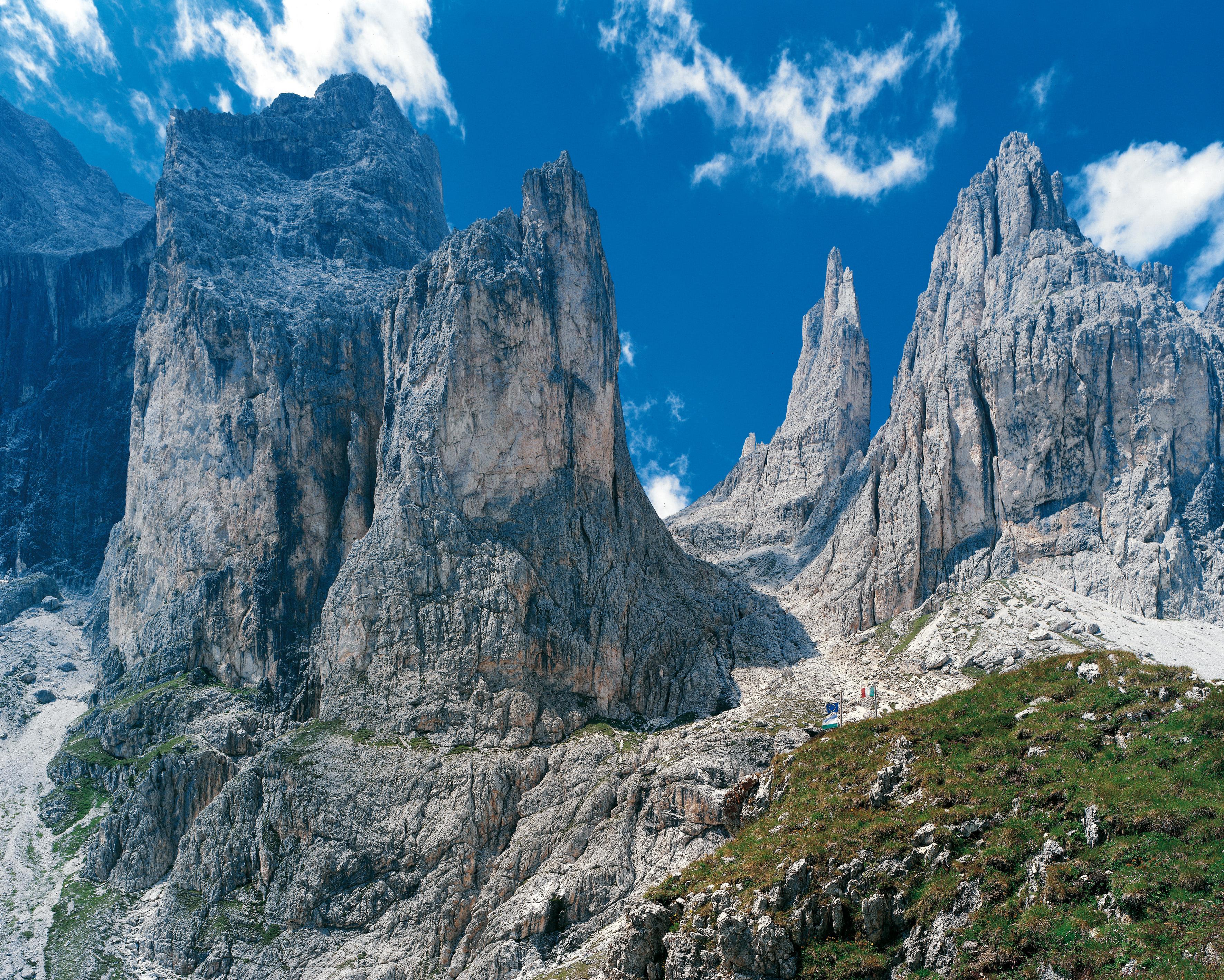 Dolomiti Unesco - Latemar e Catinaccio  Foto: Archivio ufficio stampa Proviincia Autonoma di Trento Sul Cd originale foto in CMYK a 60 mega