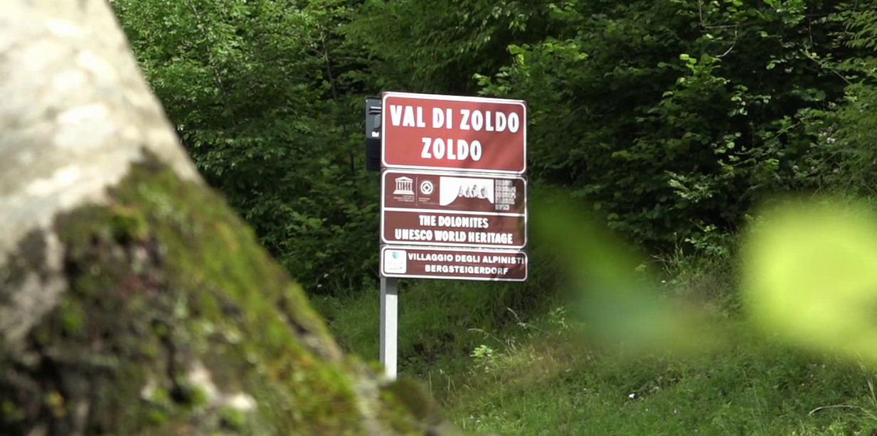 Cartello d'ingresso al comune di Val di Zoldo, Dolomiti UNESCO e Villaggi degli alpinisti